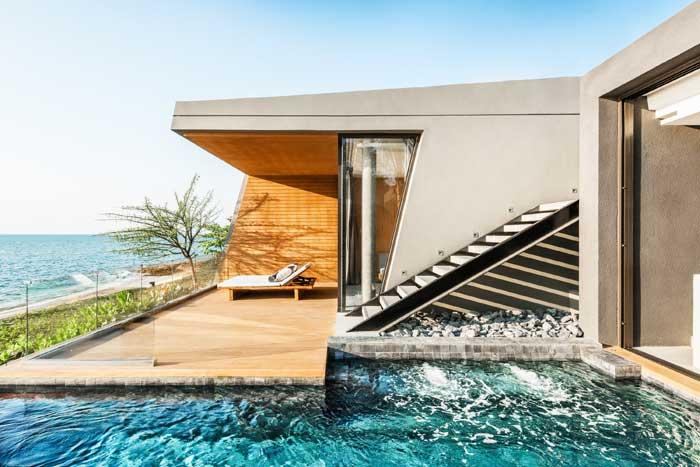 ห้องพัก Beachfront Grand Pool Villa