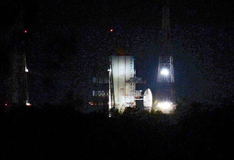 อินเดียเลื่อนส่ง 'จันทรายาน-2' สำรวจดวงจันทร์ หลังพบปัญหาเทคนิค