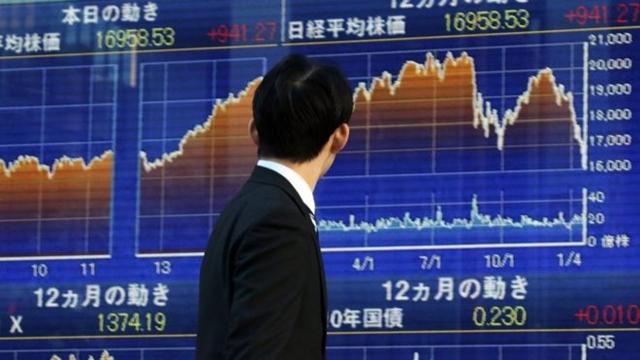 ตลาดหุ้นเอเชียปรับลบ นักลงทุนระวังการซื้อขายก่อนจีนเผย GDP , ยอดค้าปลีก