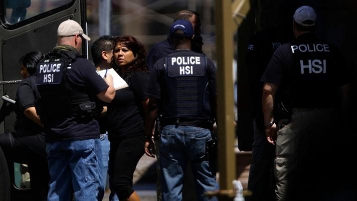 In Clips: ICE บุกกวาดล้างผู้อพยพทั่วสหรัฐฯตามสัญญา แต่ไม่จัดหนักอย่างที่คิด