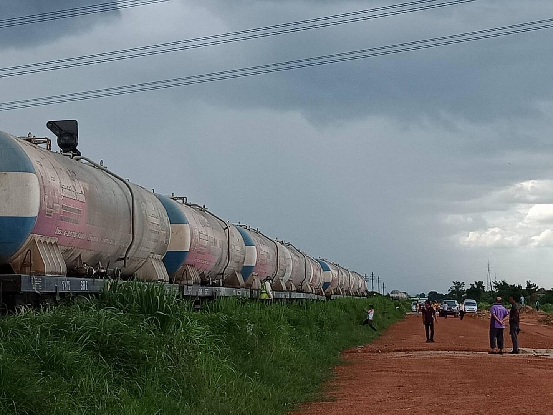 รถไฟสายใต้ตกรางที่ราชบุรี งดเดินรถช่วงเพชรบุรี-กรุงเทพ คาดกู้รถ 4-5 ชั่วโมง