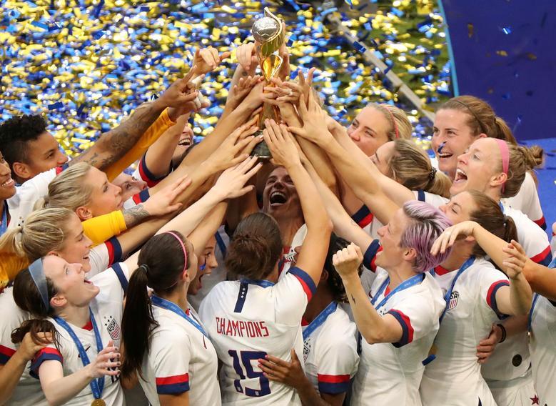 นักฟุตบอลหญิงทีมชาติสหรัฐฯ คว้าแชมป์โลกในรายการเวิลด์คัพ