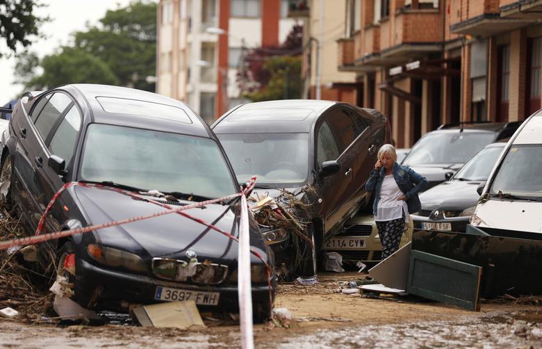 รถยนต์หลายคันได้รับความเสียหาย หลังจากมีฝนตกหนัก-น้ำท่วมในสเปน