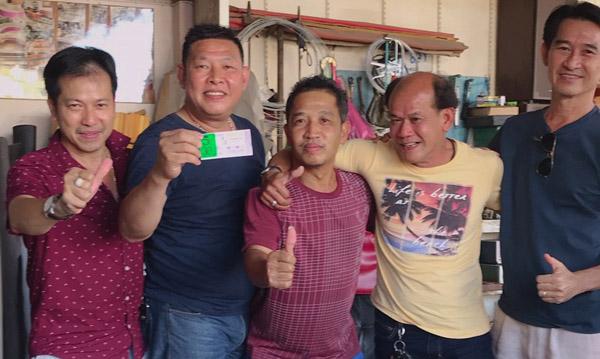 5 เพื่อนรักนครพนมเฮ!  ถูกลอตเตอรี่ 30 ล้าน แบ่งกันรวยคนละ 6 ล้าน ซื้อวันบวงสรวงพ่อปู่พญานาค