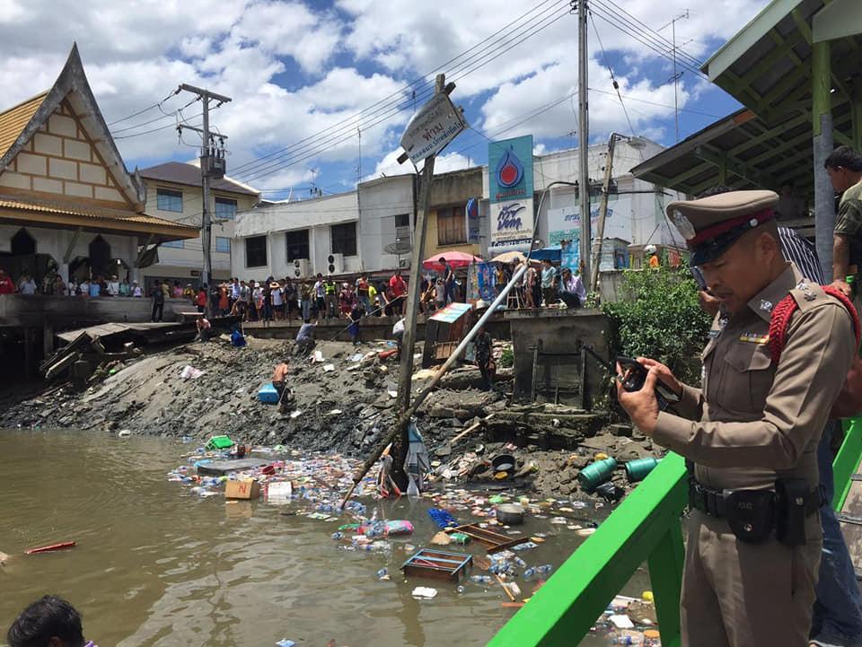 พบแล้ว 1 ศพติดใต้ซากศาลาริมน้ำแม่กลองถล่ม เหลือสูญหาย 1 เจ็บ 20 กลับบ้านแล้ว 13