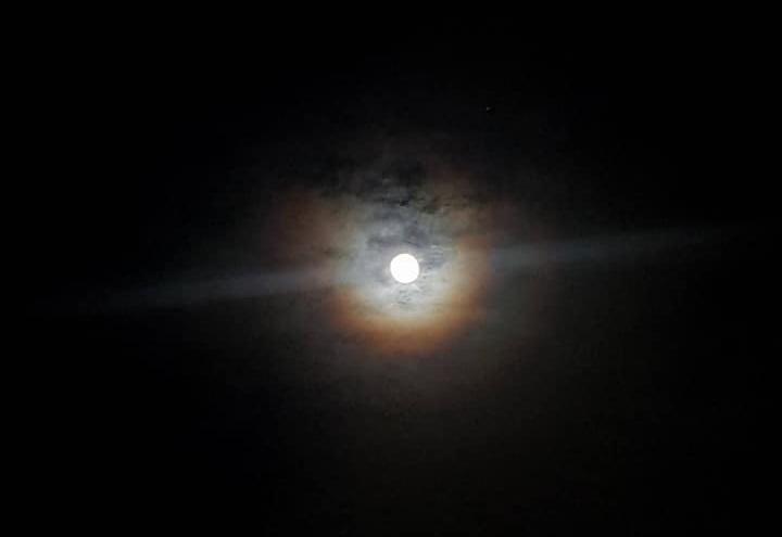 พระจันทร์ทรงกลดรับประชุม ครม.บิ๊กตู่ 2/1 เชื่อเป็นฤกษ์งามยามดี