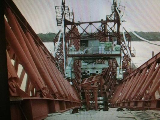ชาวไทย-ลาวทำบุญอุทิศให้วิศวกรและคนงานก่อสร้างที่ตายจากเครนสร้างสะพานหักเมื่อ14 ปีก่อน