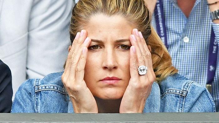 """เตะตา!! เมีย """"เฟด"""" อวดแหวนบุษราคัม 1 ล้านออกจอ """"วิมเบิลดัน"""""""