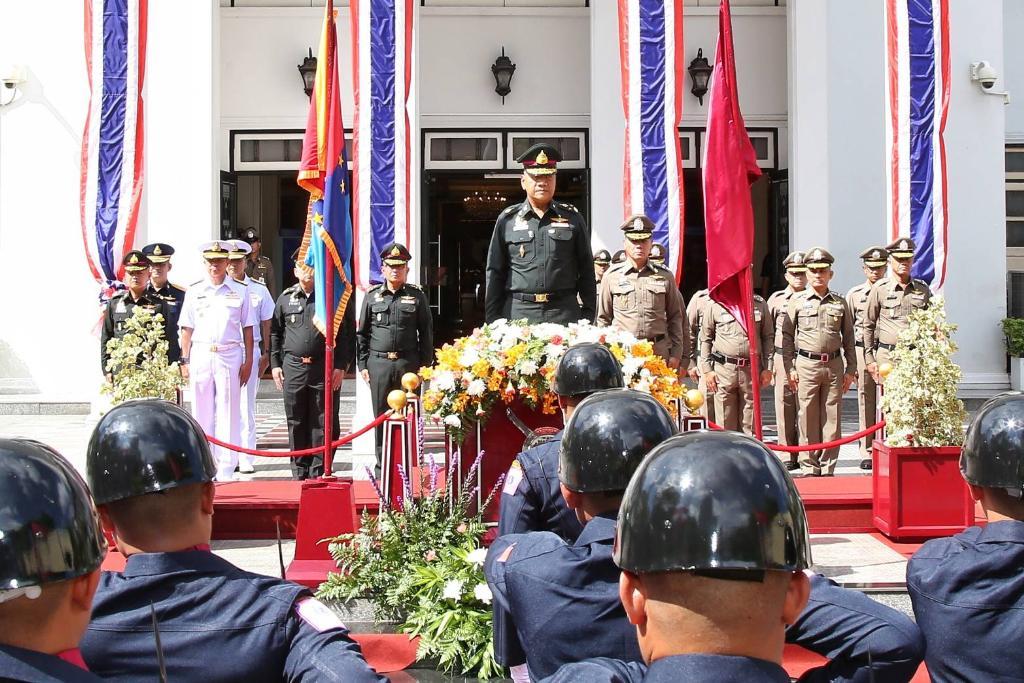 เหล่าทัพ ย้ำจุดยืนเป็นเครื่องมือรัฐแก้ปัญหา ปกป้องชาติ ศาสน์ กษัตริย์ ปชช.