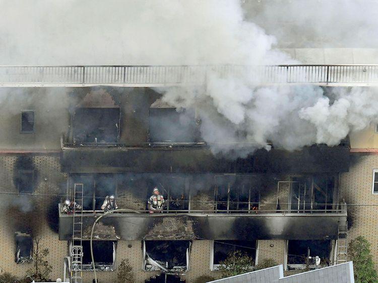 """พบแล้ว 24 ศพในเหตุวางเพลิง """"สตูดิโอแอนิเมชั่นญี่ปุ่น"""" ในเกียวโต"""