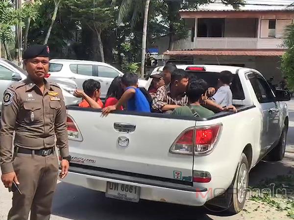 ตำรวจทางหลวงสกัดจับรถกระบะขนแรงงานเถื่อน คนขับผวาทิ้งรถหลบหนี