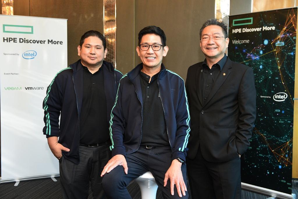 (จากซ้าย) นายสุรชัย อรรถมงคลชัย ผู้จัดการธุรกิจไฮบริดไอที, นายพลาศิลป์ วิชิวานิเวศน์ กรรมการผู้จัดการ บริษัท ฮิวเลตต์ แพคการ์ด เอ็นเตอร์ไพรส์ (ประเทศไทย) และ รศ.ดร. ชิต เหล่าวัฒนา