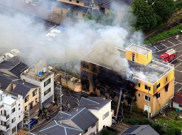 """ญี่ปุ่นสลด 33 ชีวิตสังเวยเพลิง """"เกียวโต แอนิเมชัน"""" ไร้ทางหนีรอด (ชมคลิป)"""