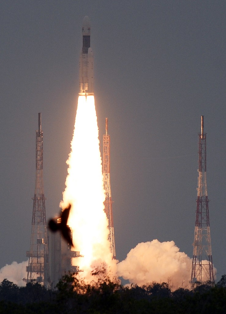 """ยินดีด้วยนายจ๋า """"จันทรา 2"""" ยานอวกาศอินเดียมุ่งหน้าไปดวงจันทร์แล้ว"""