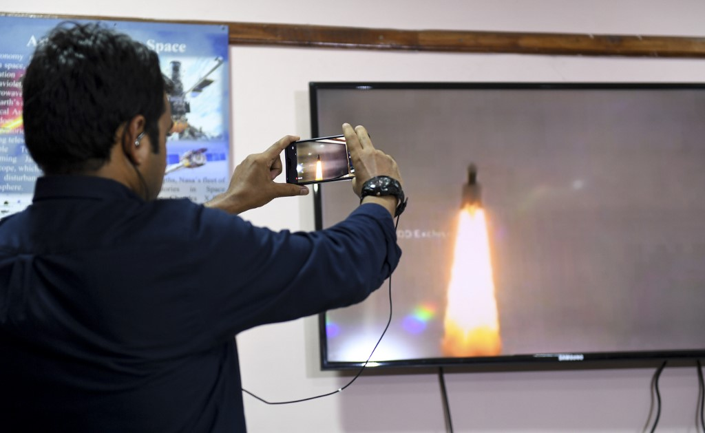 สื่อมวลชนติดตามการปล่อยจรวดนำส่งจันทรายาน 2 มุ่งสู่ดวงจันทร์ (ARUN SANKAR / AFP)