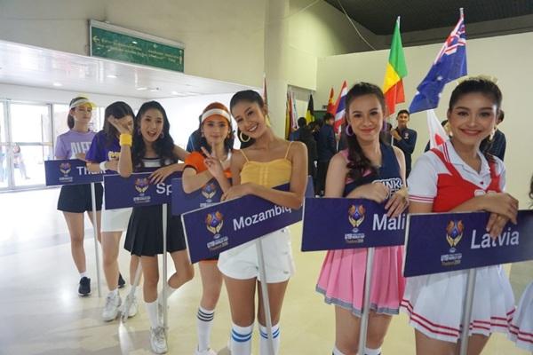 6 สาวมิสทีน ไทยแลนด์ ตัวแทนเยาวชนไทยเชิญป้าย พิธีเปิดบาสเกตบอล เวิลด์คัพ ยู-19