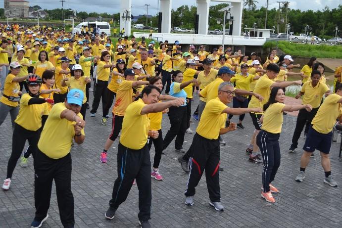 """จันทบุรี จัดกิจกรรม"""" คีตะมวยไทย ออกกำลังกาย 10 ท่าฯ"""" เฉลิมพระเกียรติในหลวง ร.10"""