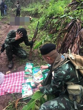 ทหารปะทะเดือดวิสามัญแก๊งยานรกดับ 4 ศพ-ยาไอซ์ 6 เป้ ตร.ไล่ล่ายึดยาบ้าได้อีกกว่า 5-7 ล้าน