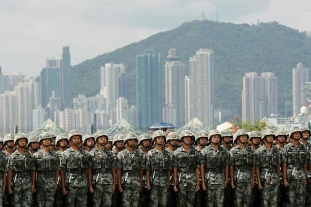 """ฮึ่ม! จีนคำราม """"สุดทน"""" กลุ่มประท้วงฯ อาจส่งกองกำลังรักษาความสงบเรียบร้อยในฮ่องกง หาก """"แลม"""" ขอมา"""