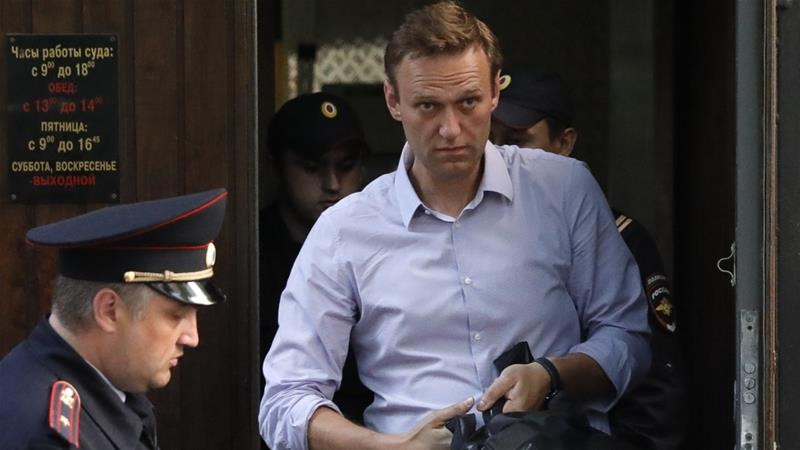 """""""อเล็กเซ นาวาลนี"""" นักวิจารณ์ปูตินโดนตำรวจหิ้วหน้าบ้าน ก่อนวันประท้วง"""