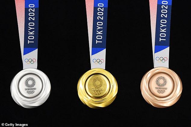 """เหรียญรางวัลโอลิมปิก 2020 จากมือถือรีไซเคิล """"ญี่ปุ่น"""" อวดโฉมเป็นครั้งแรก"""