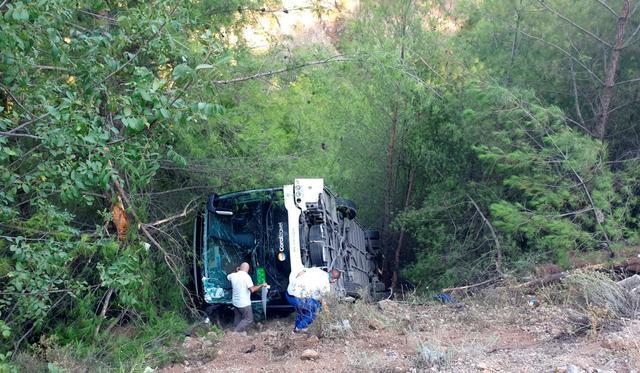 รถบัสคว่ำทางตอนใต้ของตุรกี บาดเจ็บมากกว่า 20 ราย