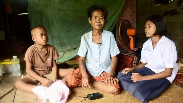 รันทด!ยายวัย61ป่วยมะเร็ง/ไตวาย หลานชายหญิง 13กับ11ปีรับจ้างแบกของหาเงินไปเรียน