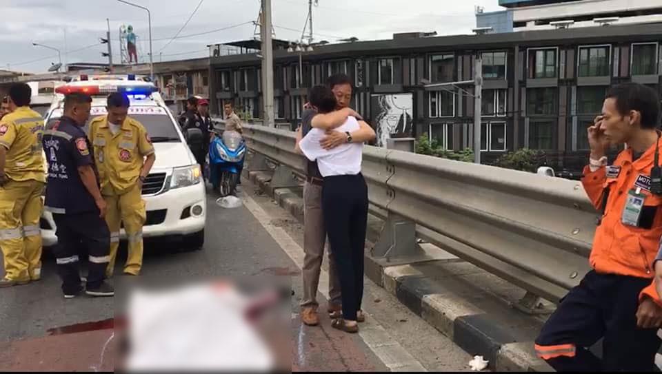 สยอง! หนุ่มซิ่งบิ๊กไบค์ BMW ชนขอบสะพานข้ามแยกคลองตัน หัวขาดกระเด็น