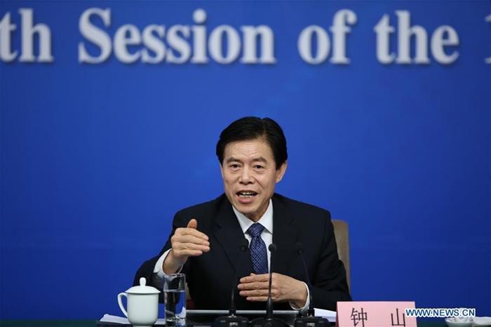 <i> (ภาพจากแฟ้มถ่ายเมื่อ 11 มี.ค. 2017) จง ซาน รัฐมนตรีพาณิชย์ ของจีน เป็นหน้าใหม่ในคณะเจรจาการค้าของฝ่ายจีน  </i>