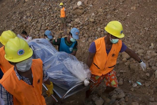 เกิดเหตุดินถล่มเหมืองหยกในพม่าคาดมีคนดับ 18 ราย