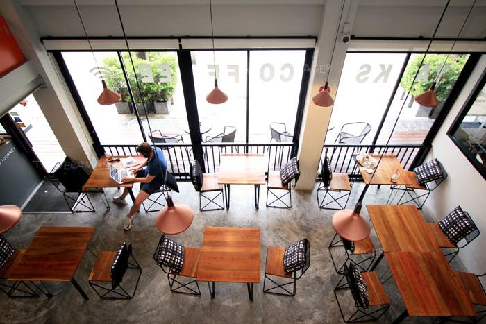 """""""Yaks Coffee"""" นั่งสบายๆ พักจิบกาแฟ ชิมของอร่อย"""