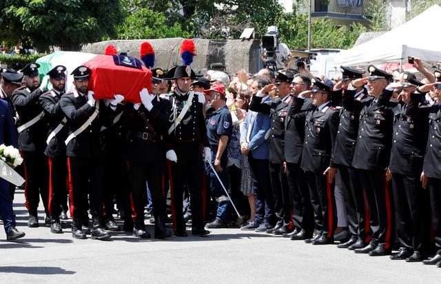 อิตาลีจัดพิธีศพตำรวจที่ถูกวัยรุ่นอเมริกันแทงตายในโรม