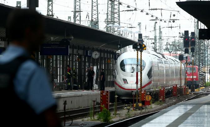 คดีช็อค!!2แม่ลูกถูกผลักตัดหน้าขบวนรถไฟในเยอรมนี ตาย1เจ็บ1