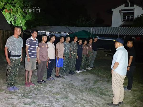 ผู้ว่าฯ ปัตตานี ลุยเดินสายเข้าตรวจเยี่ยมให้กำลังชุดรักษาความปลอดภัยตำบล