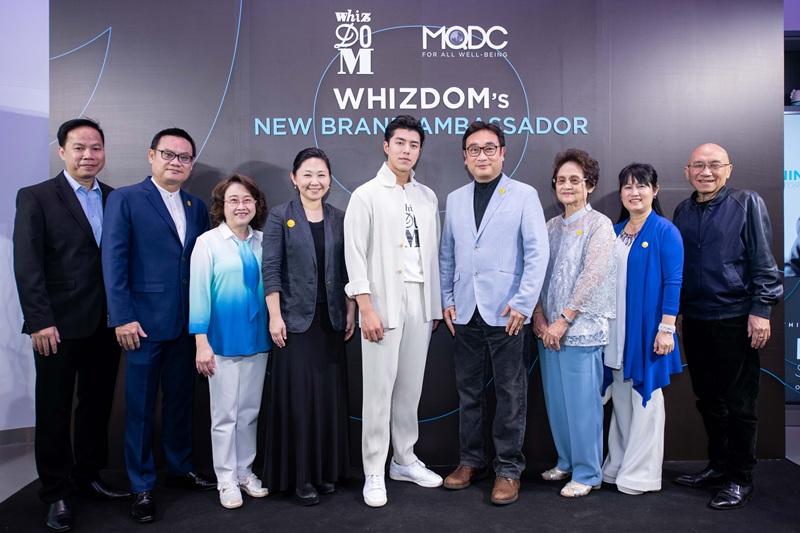 นาย ณภัทร Whizdom Brand Ambassador คนล่าสุด ร่วมถ่ายภาพกับแขกผู้มีเกียรติ