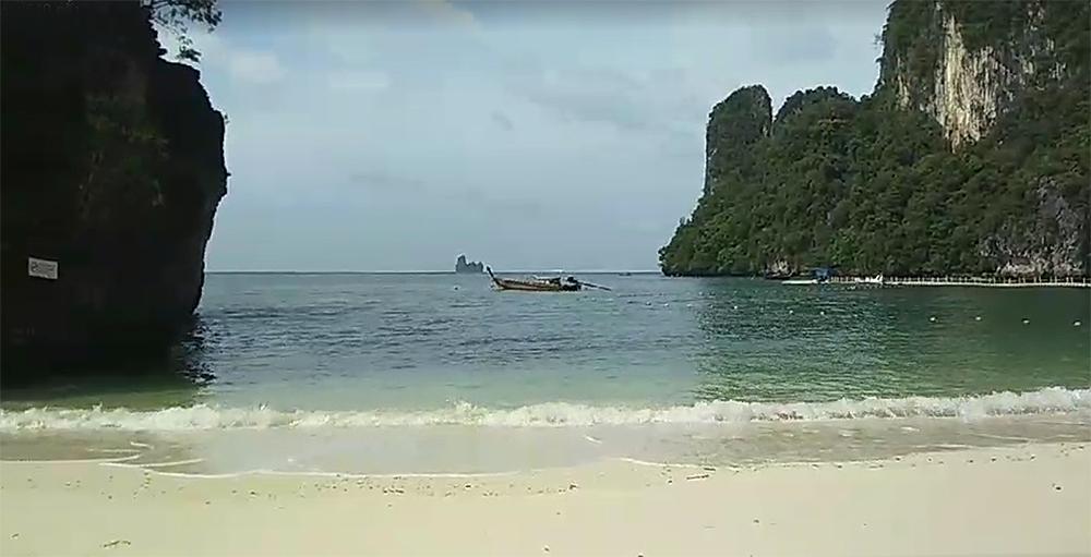 ภาพเกาะห้องปัจจุบัน หลังจนท. เก็บขยะทุกเช้า (ภาพ : ส่วนประชาสัมพันธ์และเผยแพร่ กรมอุทยานแห่งชาติ สัตว์ป่า และพันธุ์พืช)