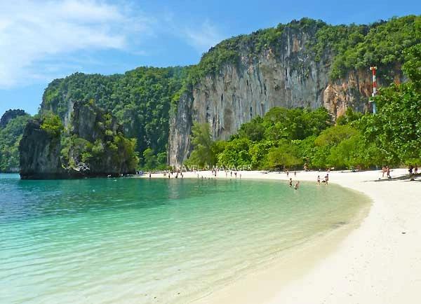 เกาะห้อง ช่วงฤดูกาลท่องเที่ยว นำทะเลสวยใส (แฟ้มภาพ)