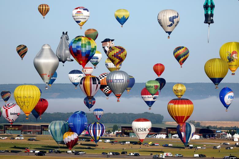 บอลลูนหลายร้อยลูกถูกปล่อยขึ้นสู่ท้องฟ้าที่ฝรั่งเศส อันเป็นความพยายามที่จะทำลายสถิติโลก