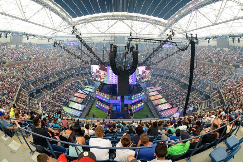 ผู้คนจำนวนมากพากันเข้าร่วมชมการแข่งขัน อี-สปอร์ต รายการ Fortnite World Cup Finals