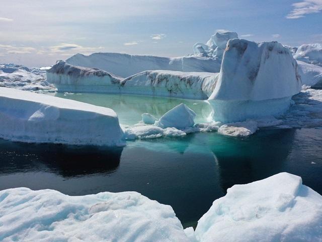 """แผ่นน้ำแข็ง """"กรีนแลนด์""""ละลาย 11 พันล้านตันในวันเดียว"""