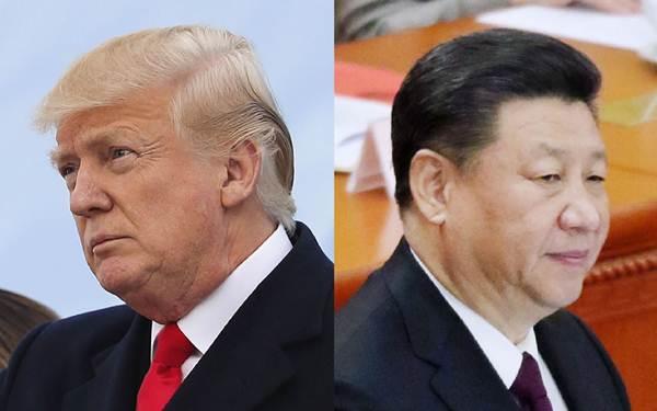 ข้อตกลงพักรบสงครามการค้าจีน-สหรัฐฯฉบับล่าสุดมีอายุเพียง 1 เดือน 2 วัน พังครืนลงมา เมื่อทรัมป์ประกาศขึ้นภาษีการค้ารอบใหม่ต่อจีนในวันที่ 1 ส.ค. และจีนโต้ตอบโดยประกาศพักซื้อสินค้าเกษตรมะกัน ในภาพ: ประธานาธิบดี สี จิ้นผิง (ขวา) และประธานาธิบดีโดนัลด์ ทรัมป์ (ภาพ เอพี)