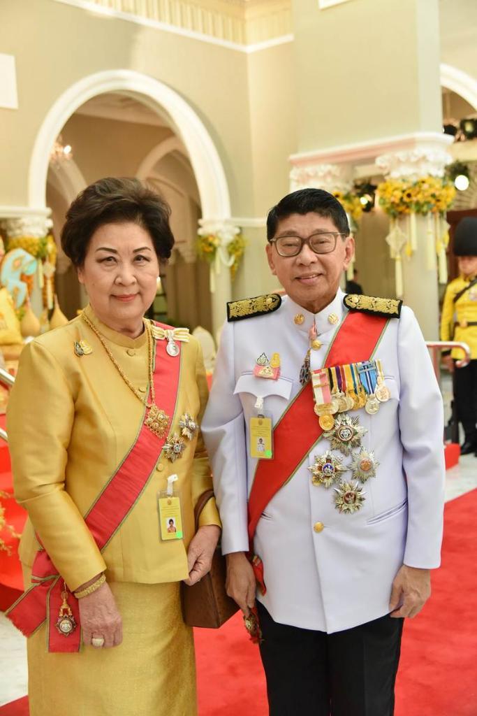 วัชราภรณ์ เครืองาม ภริยาวิษณุ เครืองาม รองนายกฯ มีบุตรชาย 1 คนคือ วิชญะ เครืองาม
