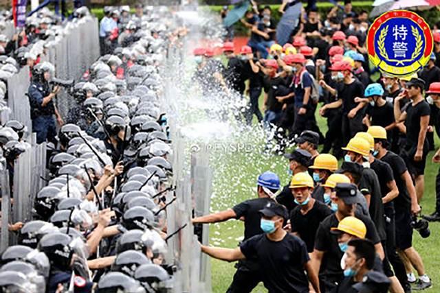 ตำรวจจีนกว่า 12,000 คน ซ้อมปราบจลาจลในเมืองเซินเจิ้นตรงข้ามฮ่องกง