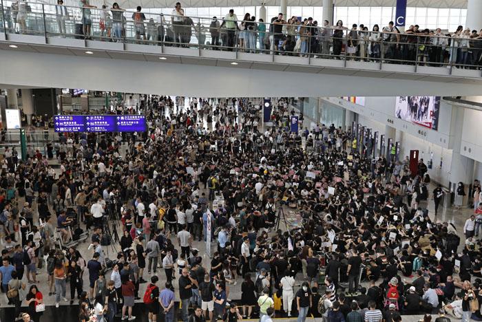 วิทยุการบินฯ เผยแอร์ไลน์ยกเลิกไฟลท์ฮ่องกงแล้ว  22 เที่ยวบิน
