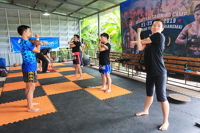 การฝึกซ้อมเรียนมวยไทย ที่ค่ายมวยบัญชาเมฆ