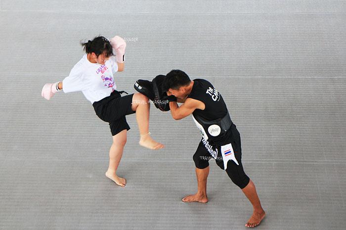 ลีลาการฝึกซ้อมมวยของนักเรียนที่มาเรียนที่ The Camp Muay Thai Resort and Academy