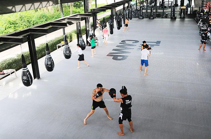 บรรยากาศการเรียนมวยไทยที่ The Camp Muay Thai Resort and Academy