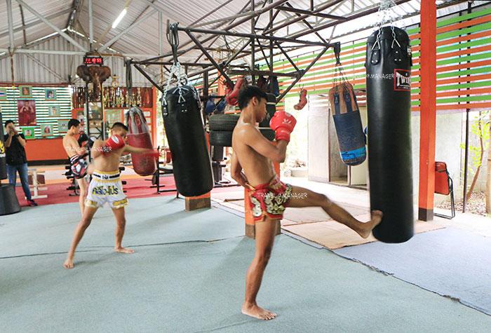 บรรยากาศการฝึกซ้อมมวยไทยที่ ค่ายมวย อ.สนิทพันธุ์