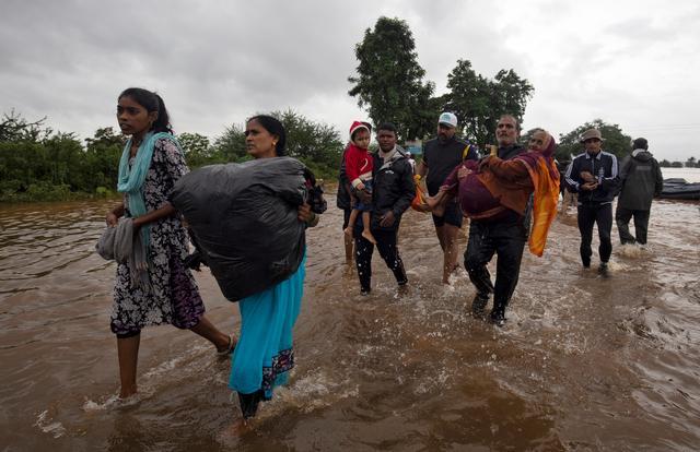 น้ำท่วมอินเดียทำคนตาย 33 ราย พลัดถิ่นอีกนับพัน