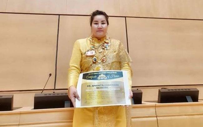 """""""ภินิตา ไชยชนะ"""" ประธาน We Care for Humanity ประเทศไทย รับรางวัล G.O.D."""